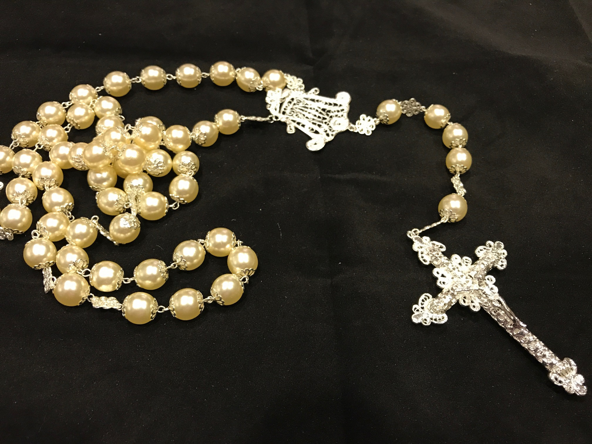 Rosario perlas y plata