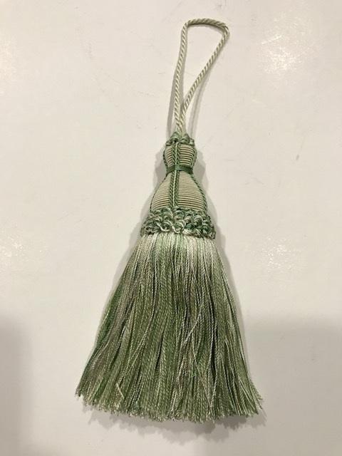 Borla de seda verde (15cms)