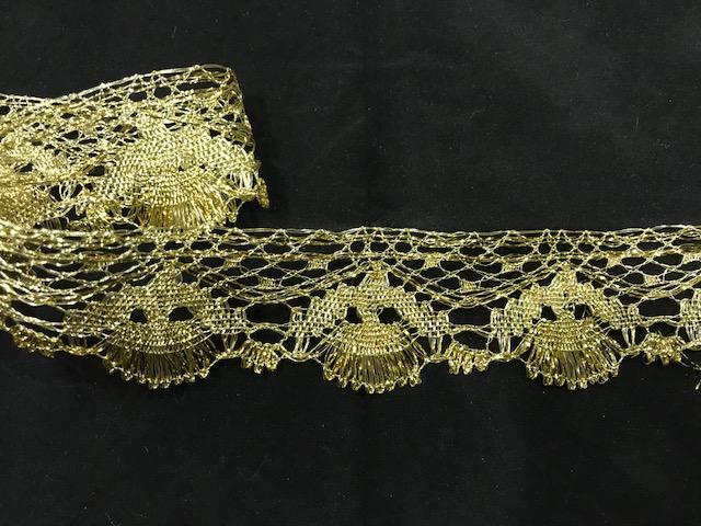 Encaje dorado conchas (4cms)