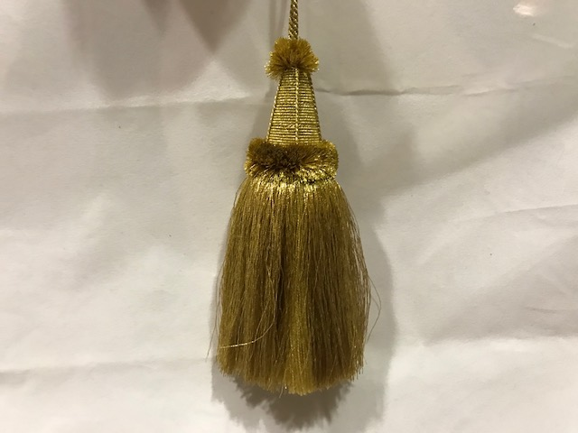 Borla dorada pelitos (15cms)