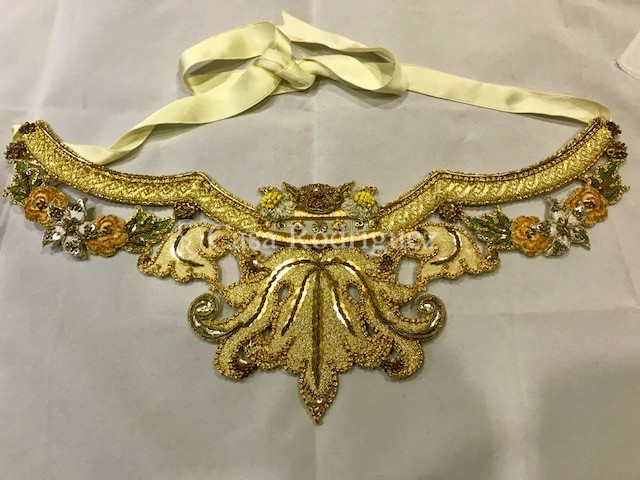 Cinturilla de recorte en oro y color