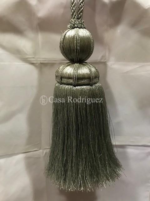 Borla plateada (30cms)